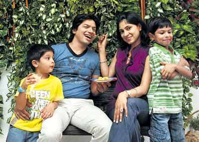 Singer Shaan and his family