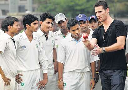 Shaun Tait shares some bowling tips with youngsters at Payyade Sports Club in Kandivili on Tuesday