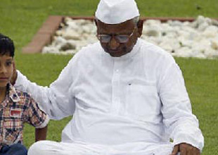 Arvind Kejriwal attacker slams Anna Hazare