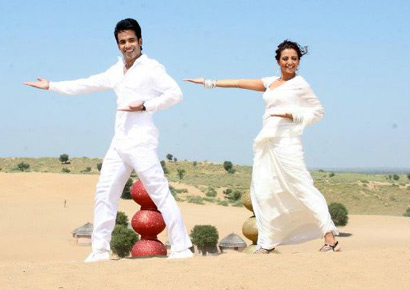 Tusshar Kapoor and Kuljeet Randhawa in <i>Char Din Ki Chandni</i>