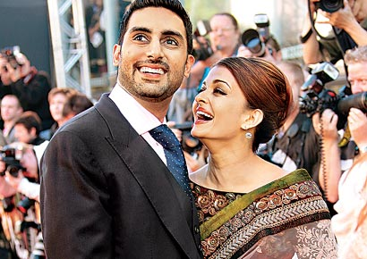 Abhishek Bachchan with wife Aishwarya promoting <i>Raavan</i> 