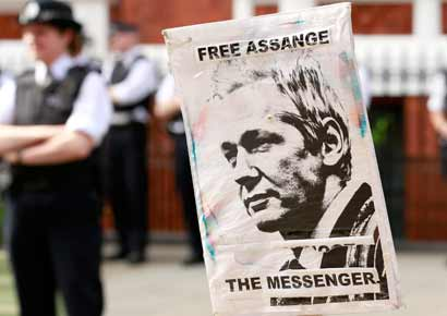 Police and protesters wait for Wikileaks founder Julian Assange to speak to the media outside the Ecuador embassy