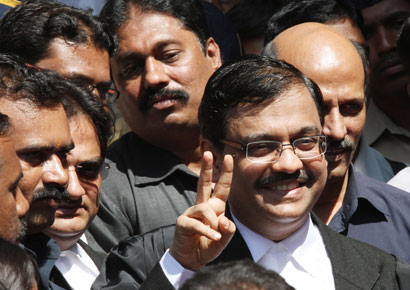 Public prosecutor Ujjwal Nikam shows victory sign outside the Bombay High court after the verdict of Ajmal Kasab, in Mumbai on Monday, February 21, 2011 - Salman Ansari.DNA
