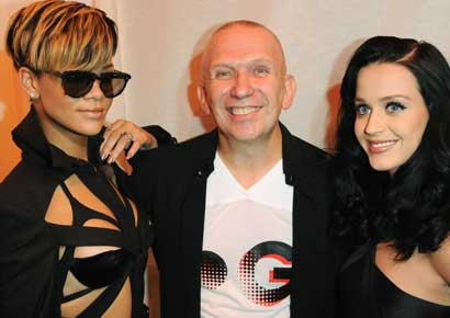 Rihanna (L) and Katy Perry pose with Jean-Paul Gaultier during the Jean-Paul Gaultier Pret a Porter show