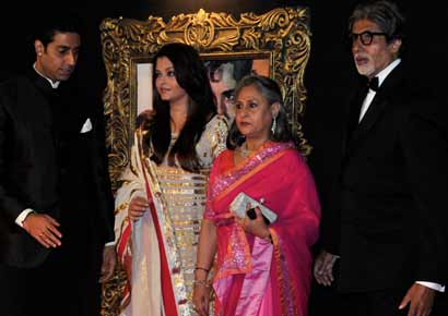 The Bachchans � Abhishek, Aishwarya, Jaya and Amitabh walk in for the premiere of <i>Jab Tak Hai Jaan</i>