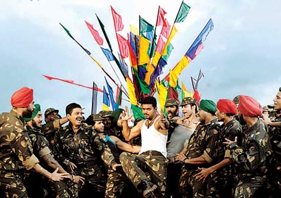 A still from Thuppaki