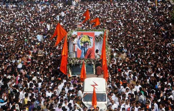 IndiaPass: Elhunyt Bal Thackeray
