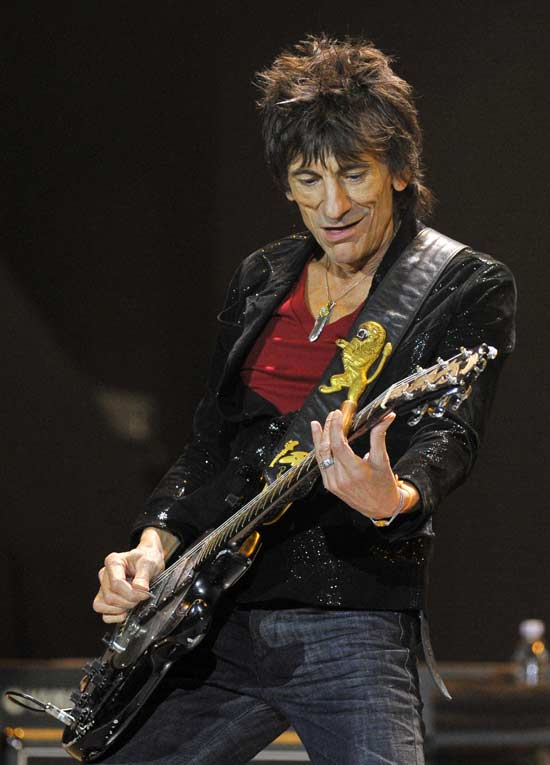 Ronnie Wood performs with the Rolling Stones at the O2 Arena in London November 25, 2012.