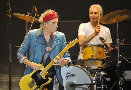 Keith Richards (L) and Charlie Watts performs with the Rolling Stones at the O2 Arena in London November 25, 2012. The Stones took to the stage on Sunday after a five-year hiatus to celebrate the golden jubilee of one of the most successful and enduring bands in rock and roll history. Now in their mid-60s to early 70s, lead singer Mick Jagger, guitarists Richards and Ronnie Wood and drummer Watts were joined by former members Bill Wyman and Mick Taylor for concerts in London and the United States.