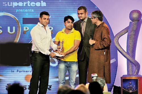 Salman Khan giving out a trophy at an award function