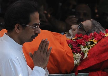 Uddhav Thackeray during Bal Thackeray's funeral procession