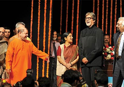 Amitabh Bachchan, Sushma Swaraj and Sam Pitroda at the award ceremony at Shanmukhananda hall on Tuesday.
