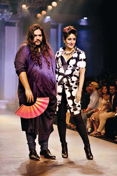 Kallol Datta with Kareena Kapoor on the runway.