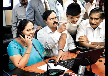 Karnataka power minister Shobha Karandlaje inaugurates the call centre for distress calls at Bescom on Wednesday (January 9).