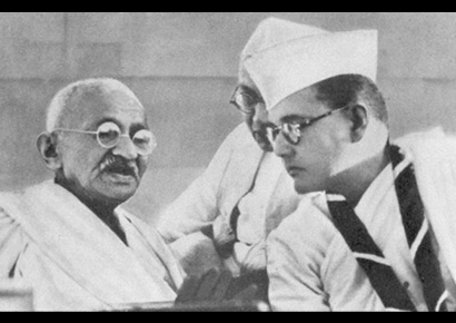 Congress president Subhas Chandra Bose talks to Mahatma Gandhi at the 1938 Indian National Congress annual meeting in Haripura.
