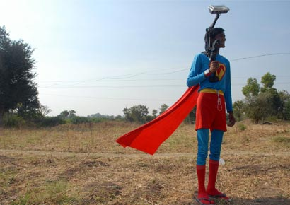 A still fromt he film <i>Supermen Of Malegaon</i>