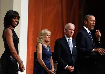 US President Barack Obama (R), first lady Michelle Obama (L), Vice President Joseph Biden (2nd R) and his wife, Jill Biden (2nd L) at the swearing-in ceremony