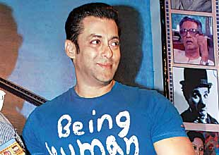 Salman Khan has come out in support of embattled <i>Vishwaroopam</i>.