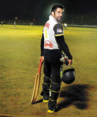 Suniel Shetty heads for the crease.