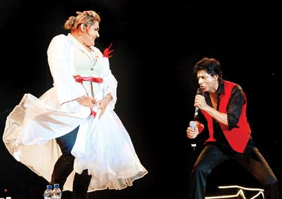Amira dancing with Shah Rukh Khan