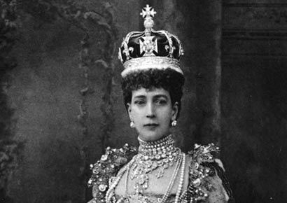 Queen Alexandra wearing the Koh-i-Noor in her coronation crown.