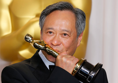 Director Ang Lee kisses his Oscar for Achievement in Directing for <i>Life of Pi</i> at the 85th Academy Awards in Hollywood, California February 24, 2013.