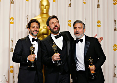 Best picture winner <i>Argo</i> producers George Clooney (R), Grant Heslov and Ben Afleck (C) pose with their awards at the 85th Academy Awards in Hollywood, California. 