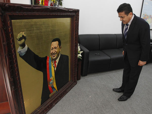 Palestinian ambassador to Vietnam Saadi Salama pays tribute to Venezuela's late President Hugo Chavez at the Venezuelan embassy in Hanoi March 8, 2013. Ending one of Latin America's most remarkable populist rules, Chavez died on Tuesday at age 58 after a two-year battle with cancer that was first detected in his pelvis.