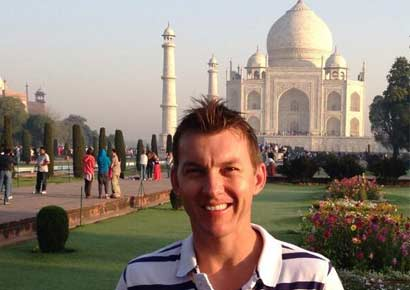 Brett Lee poses near the Taj Mahal