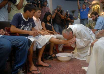 Then Cardinal Jorge Mario Bergoglio of Argentina washes and kisses the feet of patients of the Hogar de Cristo shelter for drug users, during a Holy Thursday mass in the Parque Patricios neighborhood of Buenos Aires, March 20, 2008. 