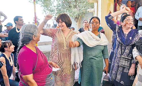 Cherie Blair shakes a leg with SEWA workers 