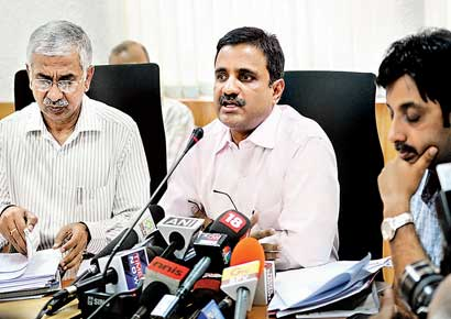 Karnataka chief electoral officer Anil Kumar Jha (centre) briefs the media in Bangalore.