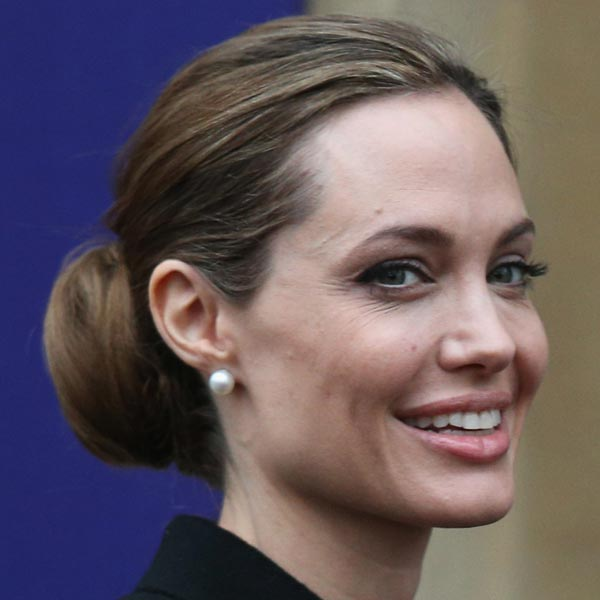 Angelina Jolie goes under the knife for double mastectomy