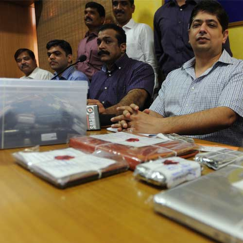 Mumbai police show mobile phones, iPad, laptop found during IPL spot-fixing raid