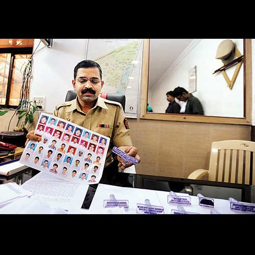 Dharavi police bust SIM card racket