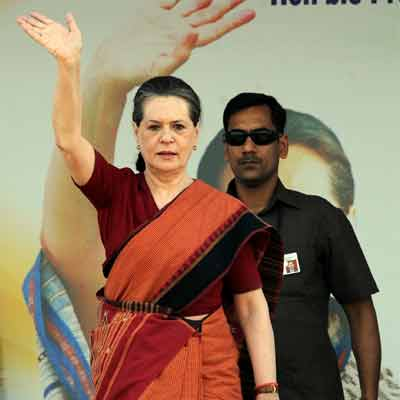 Sonia Gandhi holds meeting with PM on Chhattisgarh Maoist attack