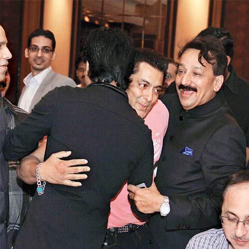 Salman Khan and SRK at iftaar party on Sunday.