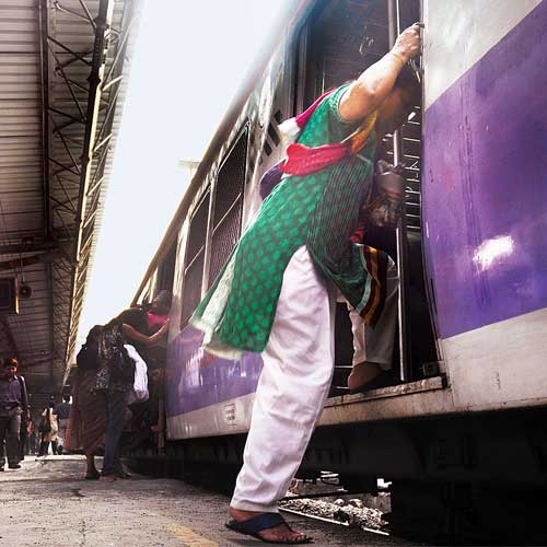 <b>dna</b> exclusive: New train rakes leave a dangerous gap between train and platform; Western Railway writes to Ministry on raising platform height