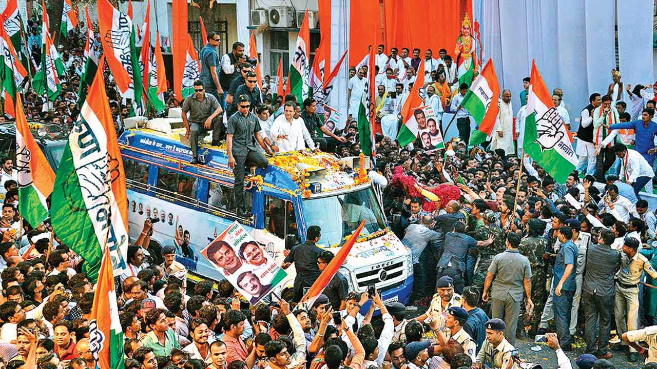 Jabalpur: Close shave for Rahul Gandhi as balloons set off fire