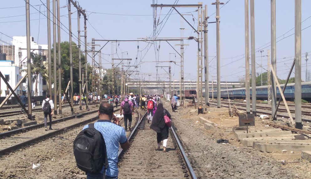 Mumbai: Train services hit between Nallasopara-Virar strech after people protest against Pulwama attack