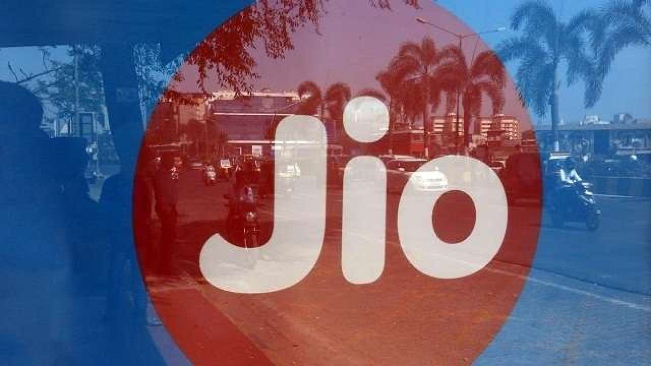 Reliance Jio offer: How to get Rs 2,200 cashback & 100 GB data