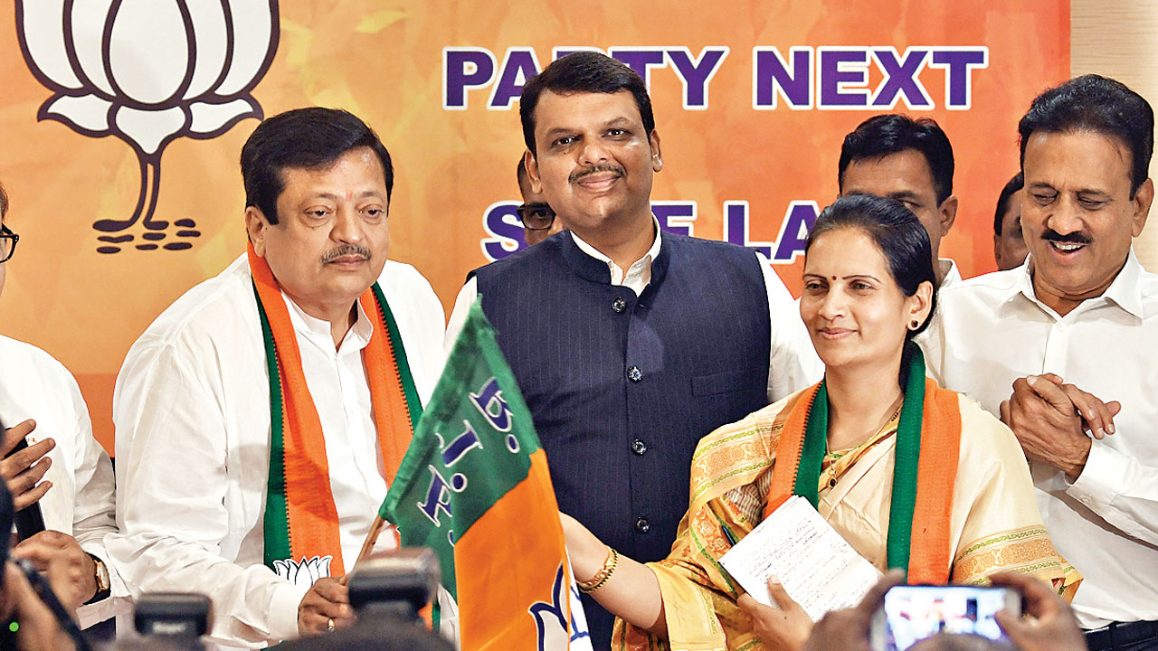 Congress corporator Pravin Chheda leaves party, joins BJP 'for progress'