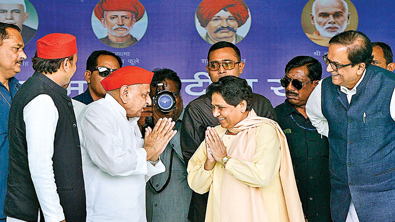 Lok Sabha Election 2019: 24 years on, Mayawati & Mulayam Singh share dais at Mainpuri