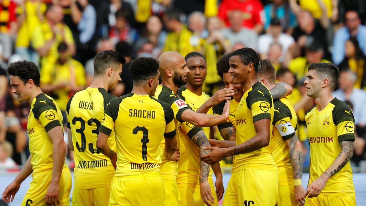 Bundesliga: Borussia Dortmund crush Freiburg 4-0 to stay on Bayern Munich's heels