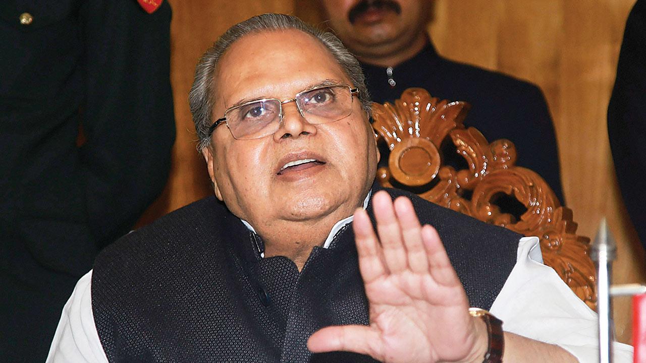 J Guv Satya Pal Malik backs PM Modi, says Rajiv Gandhi responsible for Bofors