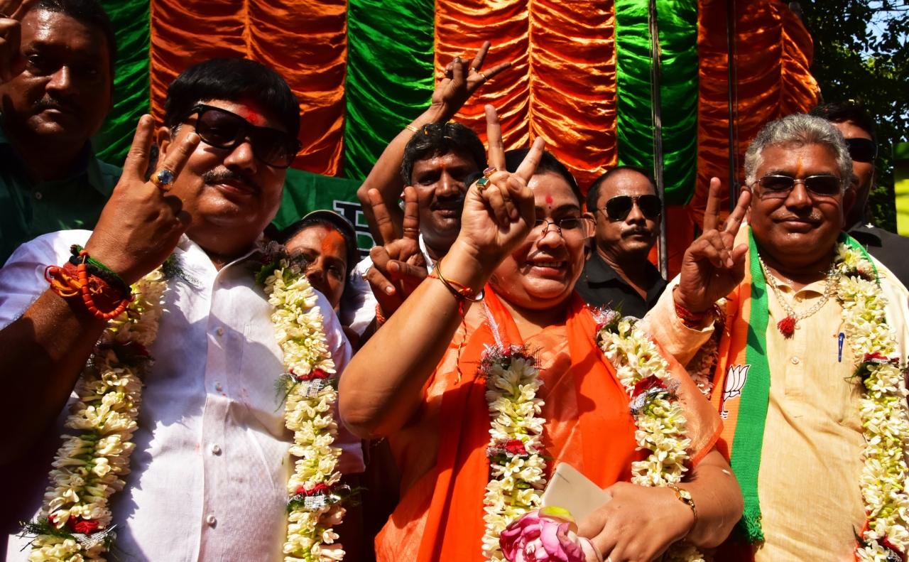 BJP wins 18 of 42 Lok Sabha seats in Mamata's citadel