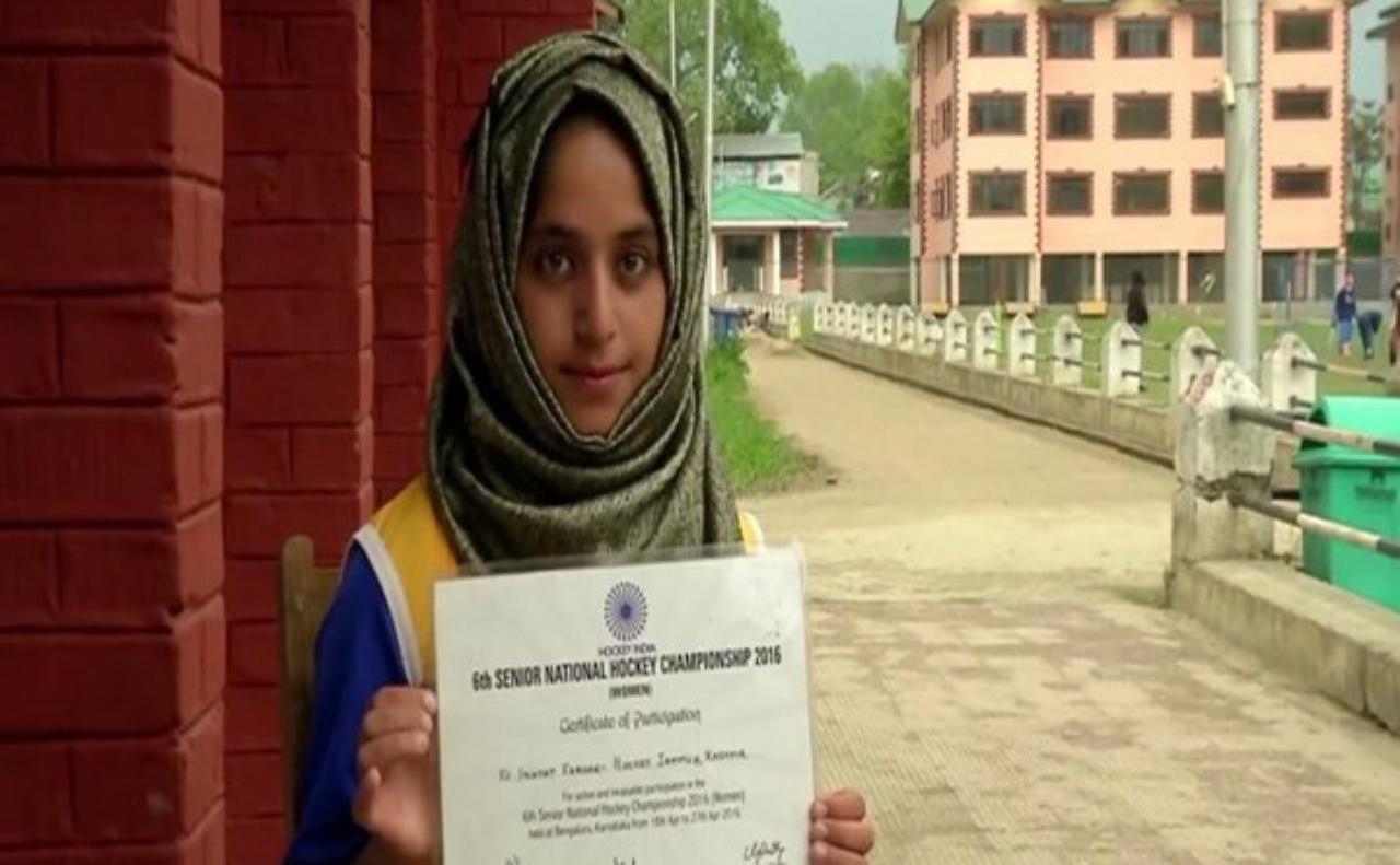 Kashmiri hockey girl Inayat aims to represent India