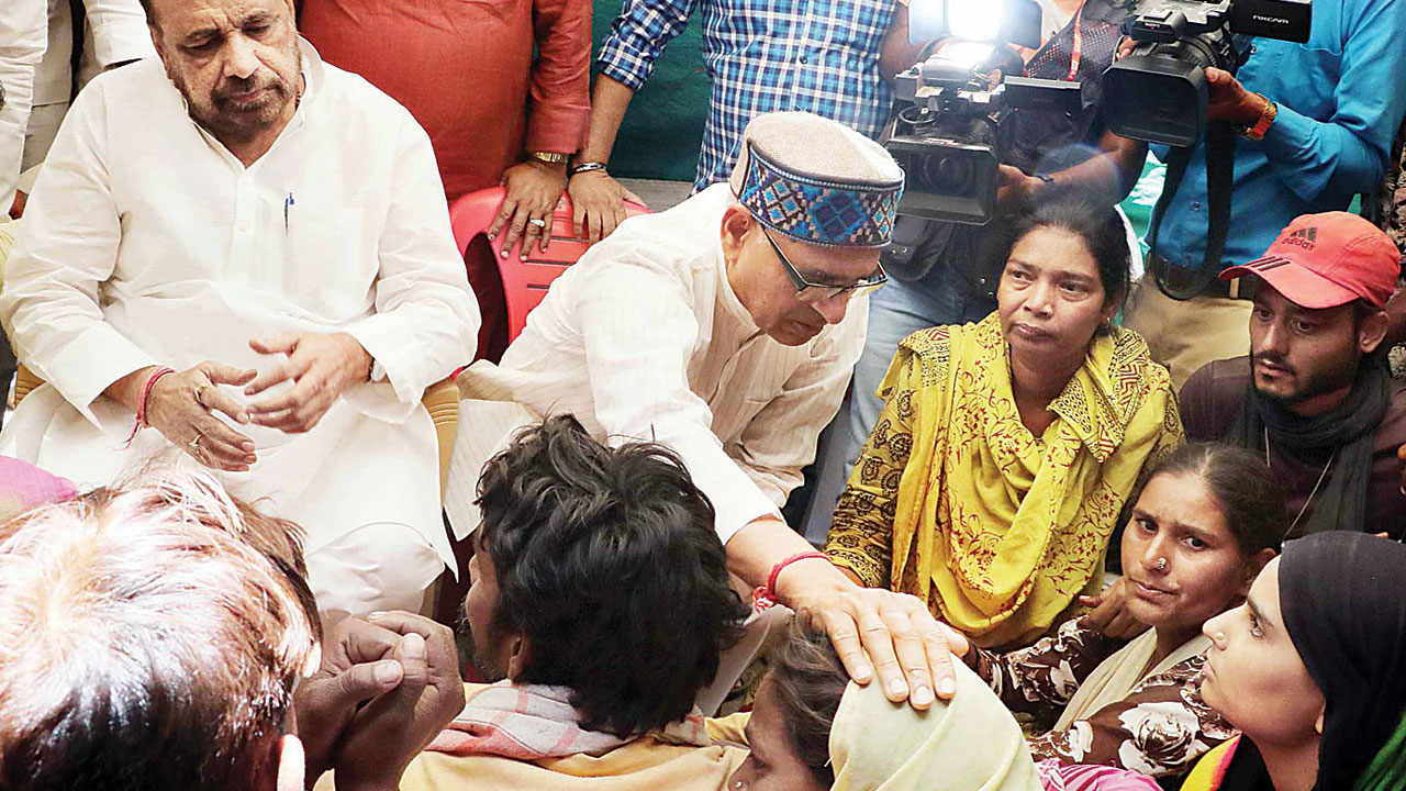 Shivraj Singh Chouhan meets family of 8-year-old raped and murdered in Madhya Pradesh