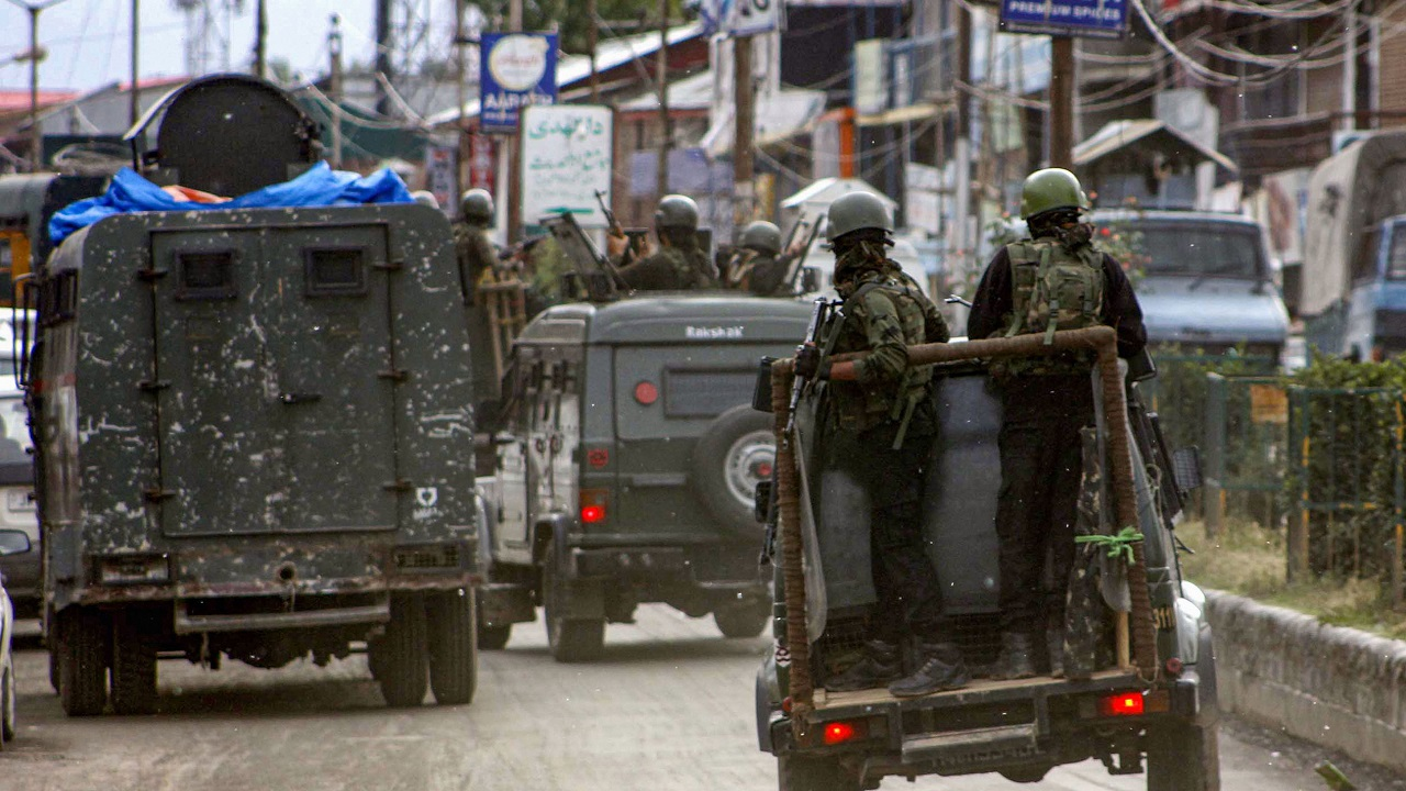 J 5 CRPF personnel martyred, 1 terrorist killed in Anantnag encounter; suicide attack by JeM terrorists, says police
