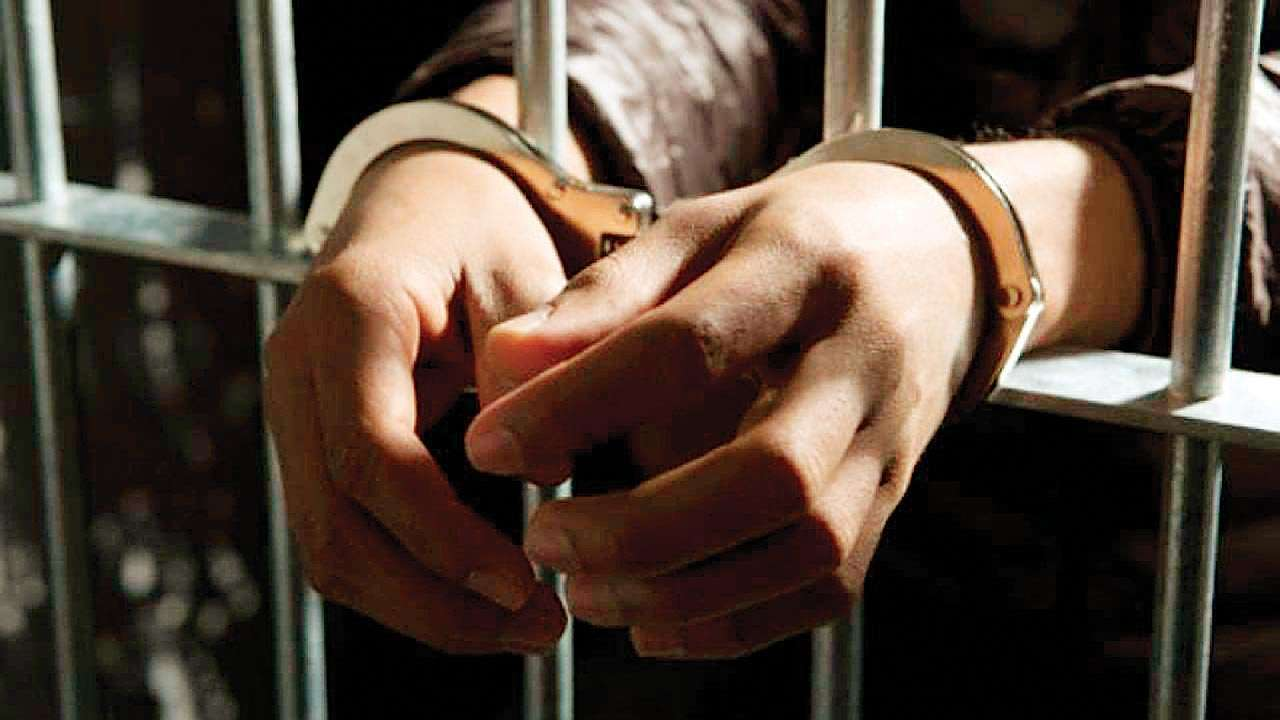 Maharashtra: Eight held in raid on gambling den